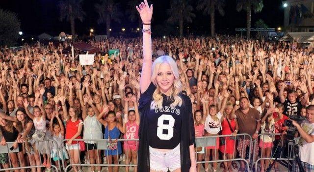 VELIKA FOTOGALERIJA Virska noć: Jelena Rozga u transu s 25.000 posjetitelja!