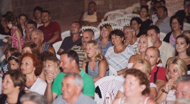"""FOTOGALERIJA Bibinjci uživali u predstavi """"Bepo i Marijeta"""" (Foto: S. Čuka)"""