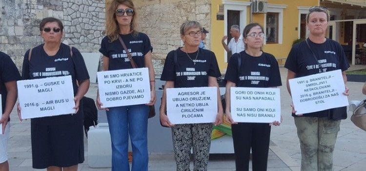 """FOTOGALERIJA Prosvjed udruge """"Žene u Domovinskom ratu"""" na Trgu pet bunara"""