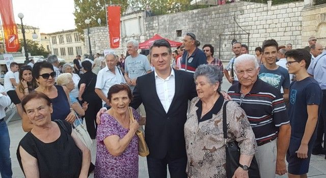 VELIKA FOTOGALERIJA SA SKUPA SDP-A Razdragani Zadrani s Milanovićem