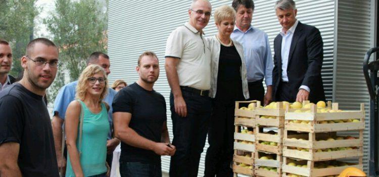 DONACIJA HDZ-A Bolnici, Pučkoj kuhinji i Socijalnoj samoposluzi 500 kg jabuka!