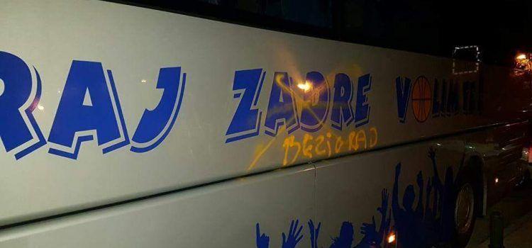 """U ŠIBENIKU Na autobusu KK Zadar napisano """"Pozdrav Bežigradu"""""""
