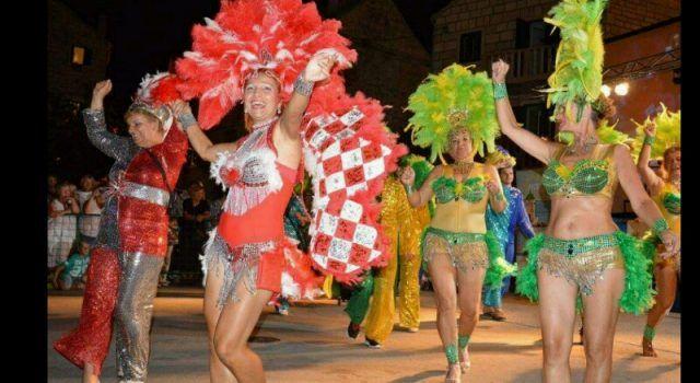 Biograđani na 9. Međunarodnom bračkom ljetnom karnevalu 2016.