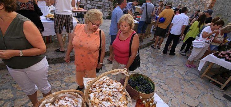 """FOTOGALERIJA Gastro manifestacija """"Matarine užance"""" u Pakoštanima"""