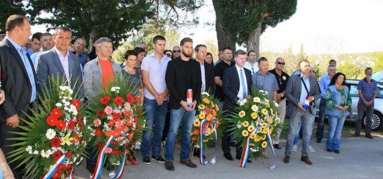 FOTOGALERIJA Sjećanje na stradale u Domovinskom ratu iz Vukšića (Foto: M. LEDENKO)