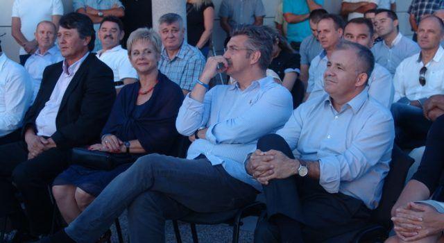 FOTOGALERIJA Predizborni skup HDZ-a u Jasenicama, nazočio i Plenković