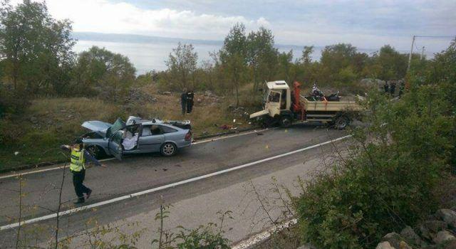 (VIDEO) U sudaru s kamionom smrtno stradao 38-godišnji vozač!