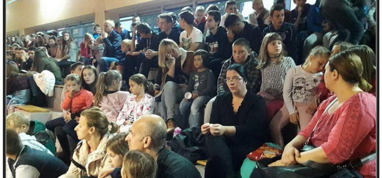 FOTOGALERIJA Djeca u Sukošanu uživala u predstavi mađioničara