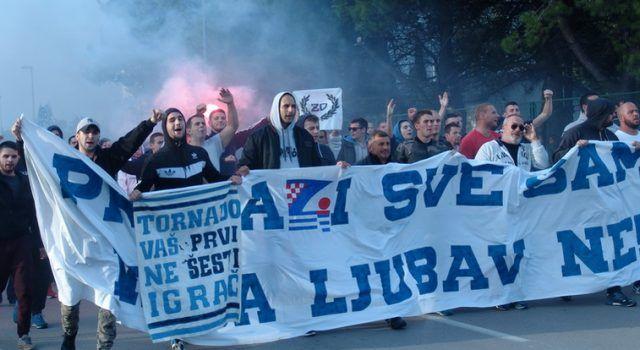 VELIKA FOTOGALERIJA Prosvjed navijača KK Zadar protiv Uprave kluba