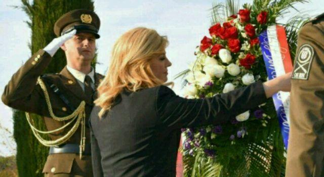 Predsjednica Kolinda Grabar-Kitarović posjetila Škabrnju i odala počast žrtvama rata