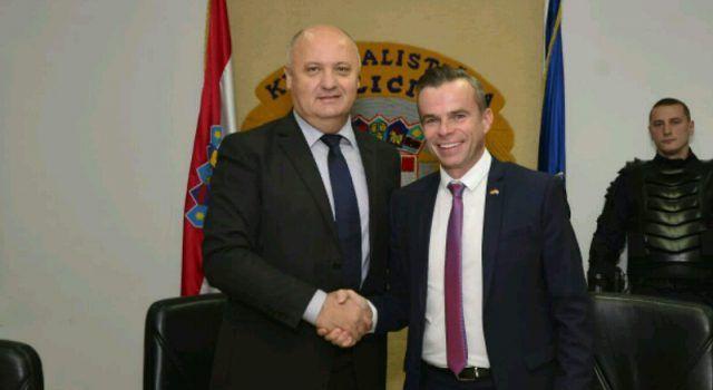 Načelnik Neven Paškalin preuzeo vrijednu opremu za interventnu policiju u Zadru