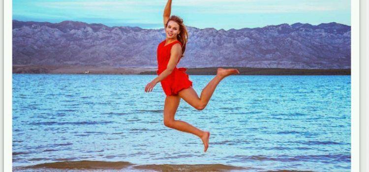 FOTO Seksi pilotkinja koja živi u Zadru postala svjetska Instagram senzacija