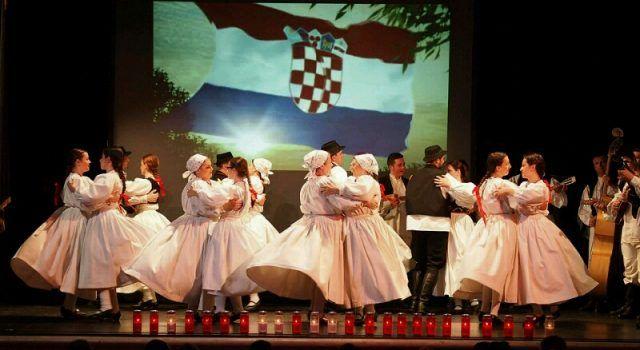 """U KAZALIŠTU LUTAKA ZADAR Predstava """"Bitka za Vukovar"""""""