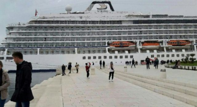 FOTO U Zadar stigao veliki kruzer Viking s tisuću putnika!