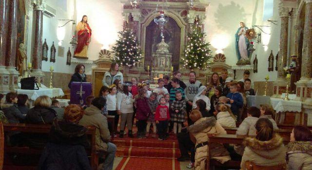 U CRKVI SV. PAVLA U KUKLJICI Učenici pripremili prigodan božićni program!