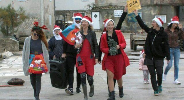 Božićna čarolija na Silbi; kićenje 15 jelki, koncart Ivana Dražovića i klape Munita!
