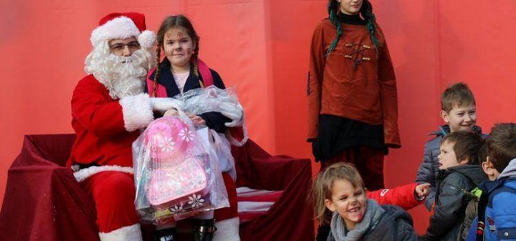 FOTOGALERIJA Djed Mraz razveselio darovima više od stotinu virskih mališana!