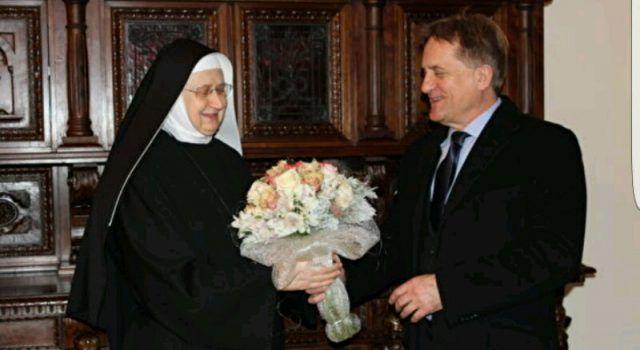 KALMETA POSJETIO BENEDIKTINKE Donio cvijeće časnoj majci Anastaziji