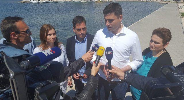 IZBORI Bernardić u Sukošanu izrazio podršku Mariji Dražić i Marinu Keranu