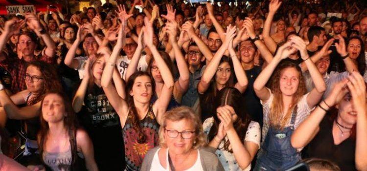 Vatromet, bakljada i koncert Prljavog kazališta oduševili publiku u Viru!