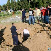 STRAŠNO Sin branitelja na pogrebu u Benkovcu morao sam ocu kopati grob!