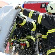Noćas na Branimirovoj obali zapaljen Mercedes, policija traži počinitelje