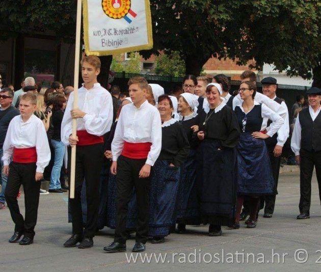 """Folklorna skupina """"Veseli Bibinjci"""" nastupila je na """"52.Vinkovačkim jesenima"""""""