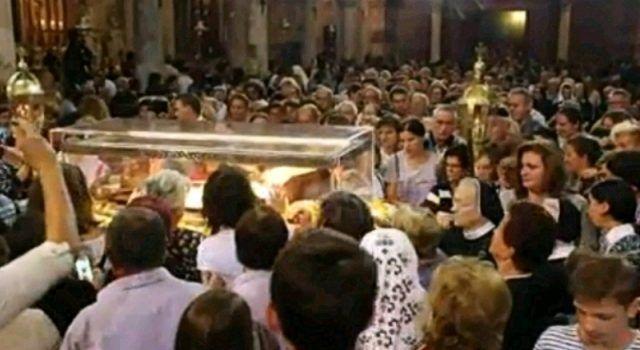 Tisuće vjernika molilo pored tijela Sv. Leopolda Mandića u Zadru