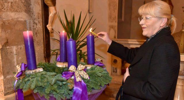 Treću adventsku svijeću u crkvi Sv. Šime upalila rektorica Dijana Vican