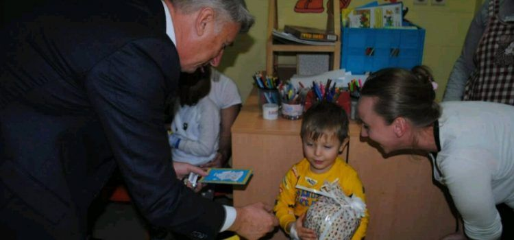 Župan Longin posjetio djecu na Odjelu pedijatrije