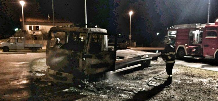 Zapaljena vozila braći Deur koji su iz poplave izvukli 80 vozila i spasili ljude