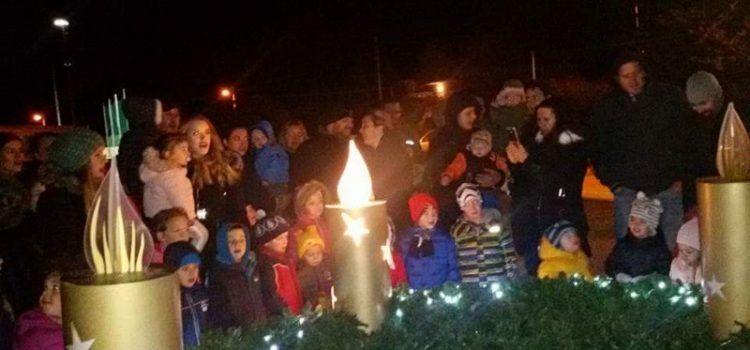 U Debeljaku upaljena prva adventska svijeća!