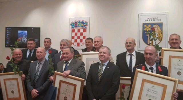 GALERIJA Dan općine Jasenice – nagrađeni najzaslužniji mještani!