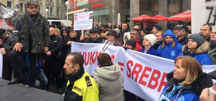 GALERIJA I branitelji iz Zadra prosvjedovali protiv Vučića u Zagrebu