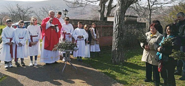 GALERIJA Blagdan Cvjetnice u Kruševu; spomen na muku Gospodnju