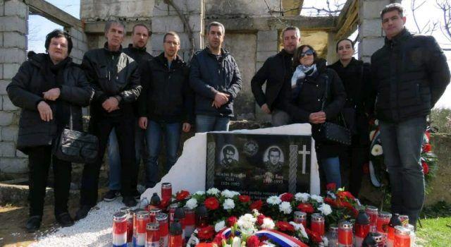 GALERIJA Ratnim herojima Mladenu Bugariji i Venciju Šari otkriven spomenik u Paljuvu