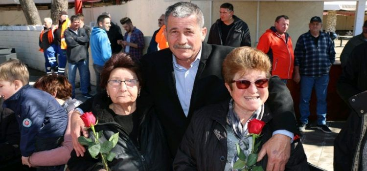 OBILJEŽEN DAN ŽENA Kolači, kava i crvene ruže za virske žene