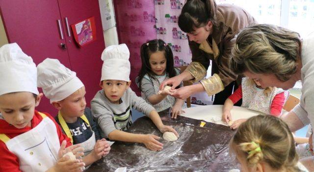 GALERIJA Mališani iz Vira i Privlake izrađivali uskrsne pogače