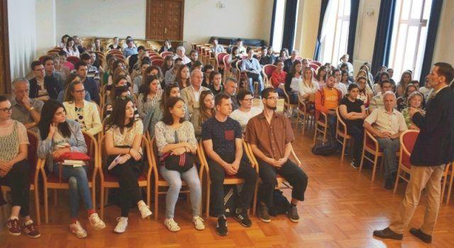 Književnik Miro Gavran studentima u Zadru predstavio svoje romane