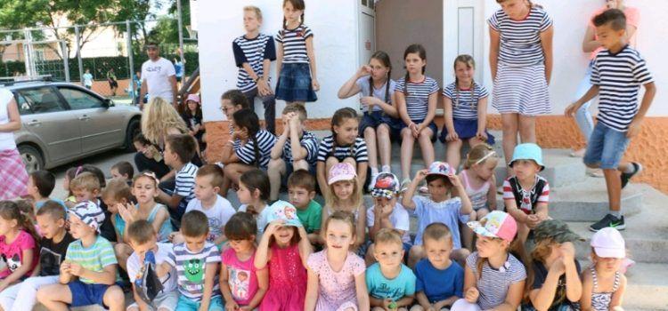 VIR Predstavljeni programi i radovi učenika Područne škole »Vir« i Osnovne škole »Privlaka«