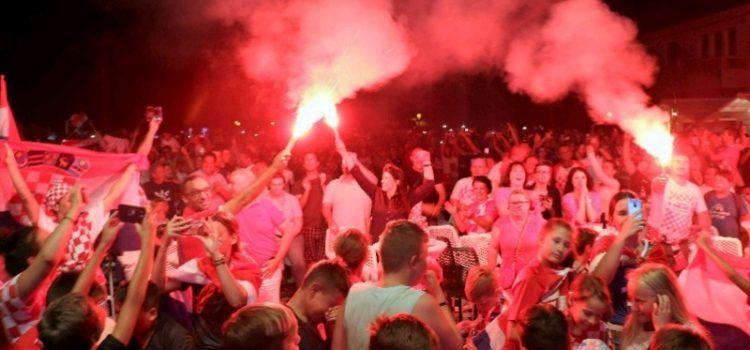 GALERIJA Pobjeda Hrvatske nad Engleskom slavila se cijelu noć u Viru