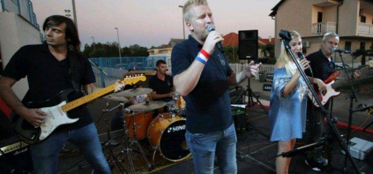 GALERIJA Koncert grupe Dilema u Bibinjama