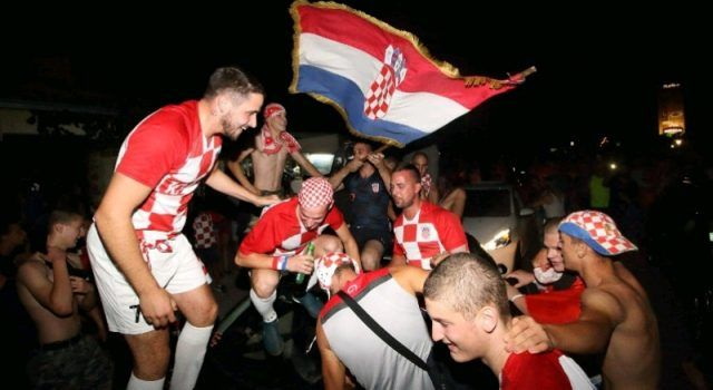 GALERIJA Bibinjci proslavili pobjedu Vatrenih; vjeruju u pobjedu u finalu!
