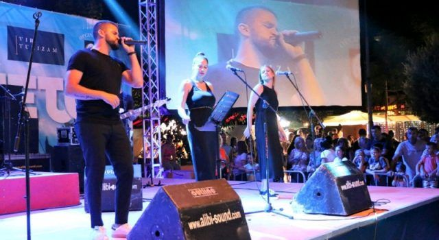 GALERIJA Prvi virski koncert mlade pjevačke zvijezde Damira Kedže