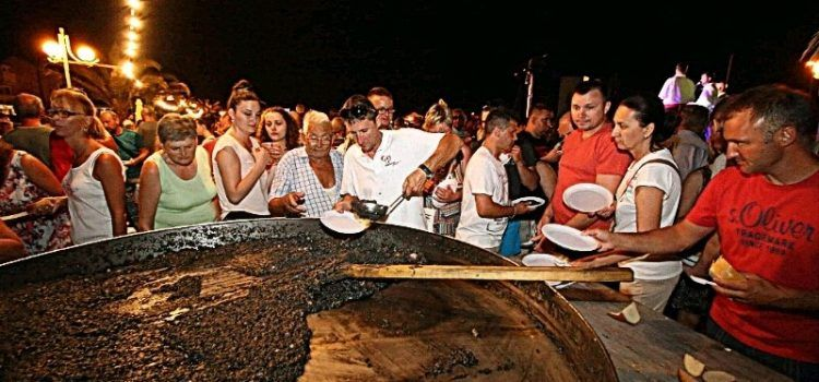 GALERIJA Bibinjski gušti; spremale se dalmatinske delicije uz klapu Iskon