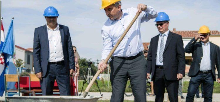 BIOGRAD Položen kamen temeljac za 6 zgrada; ukupno 36 stanova za mlade