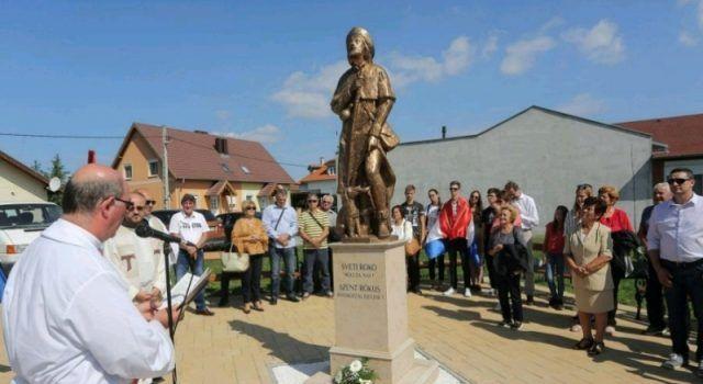Bibinjci gradišćanskim Hrvatima darovali 1,82 metara visok kip Sv. Roka