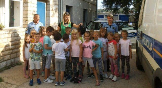 Mališani iz dječjeg vrtića Bubamara posjetili Policijsku postaju u Benkovcu