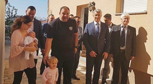 Bibinjci se ne plaše imati djecu; Župan i načelnik posjetili obitelj sa 7 djece