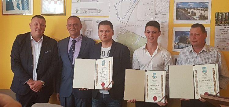 GALERIJA Dan općine Škabrnja; Zaslužni građani dobili priznanja